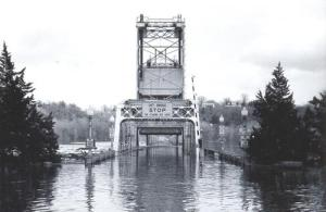 The Stillwater Lift Bridge during the 1965 flood. Image provided courtesy of the Washington County Historical Society.