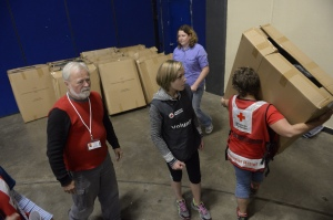 Red Cross volunteers set-up a mock shelter during the Vigilant Guard at the convention center in Duluth, Minn., August 24, 2015. Photo credit: Jonathan Snyder.