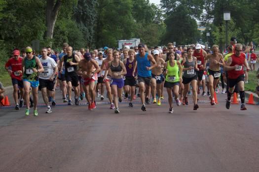 Race and walk start, 2016 Run for Blood, Minneapolis, MN. Photo credit: Jonathan Yoon/American Red Cross