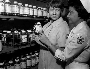 1960-nurses-with-blood-mnhs